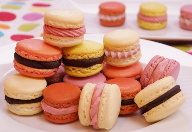 How to Make French Macarons | Pretty Delicious
