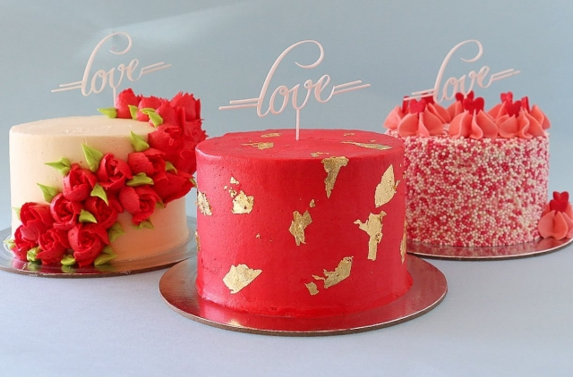 Mini Valentine's Day Themed Cakes- Rosie's Dessert Spot