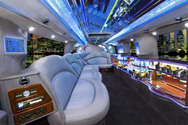 7 Ultimate Luxurious Car Limousines You Must See and Enjoy !