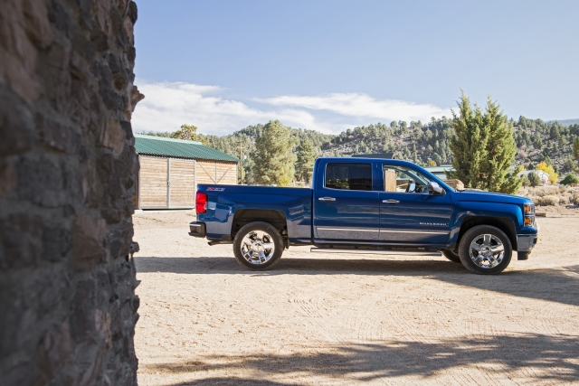 2017 Chevy Silverado Z71 Crew Cab LT - In Depth Review and Walkaround